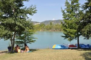 Plans d'eau et piscines des Alpes de Haute-Provence : Plan d'eau des Buissonnades à Oraison