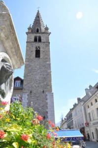 Tours dans les Alpes de Haute-Provence : Tour de l'horloge du village de Barcelonnette