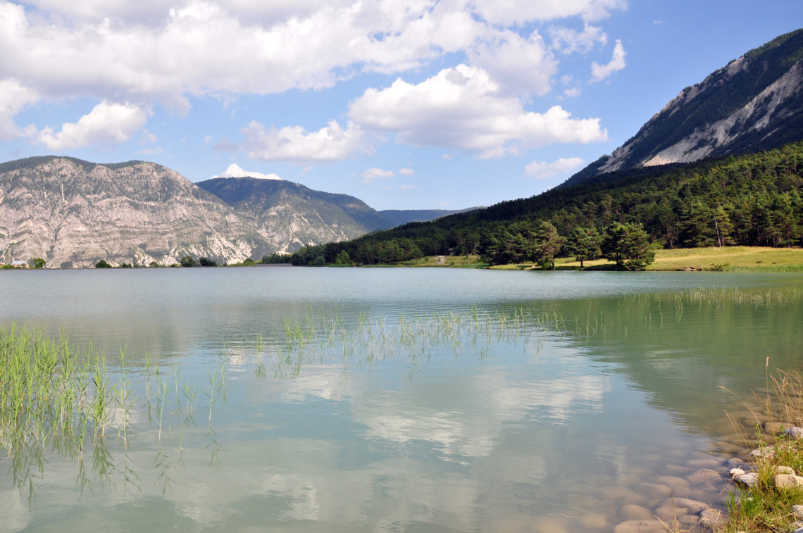 Lac des Sagnes, Thorame-Basse sur le GR® de Pays - Grande Traversée des Préalpes (GTPA) relie du nord au sud Sisteron à Entrevaux