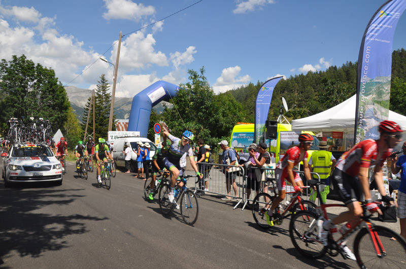 Coureurs sur le Tour de France ©ADT04