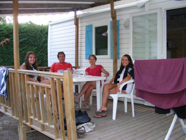 Isabelle et Ludovic S. & leurs filles en vacances en camping