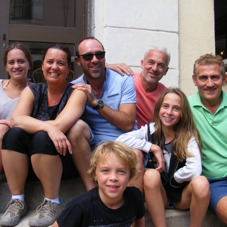 Fêtes latino-mexicaines à Barcelonnette Frédérique et Jean-Luc T. & leurs enfants et amis
