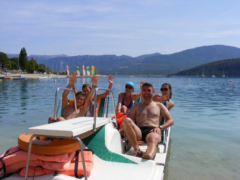 Valérie et Fabrice H. & leur enfants Pédalo au lac de Sainte-Croix-du-Verdon