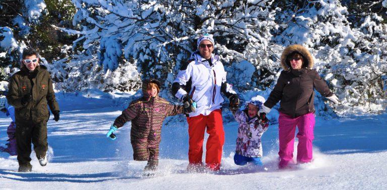 Famille à la neige