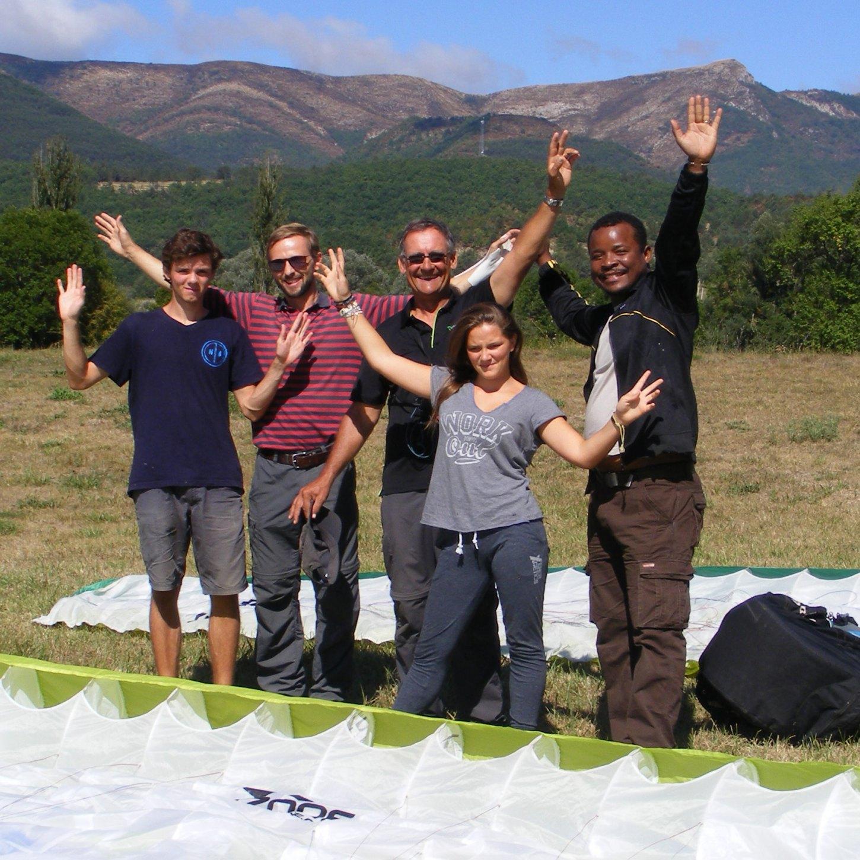 Bonaventure et Louis F-M. font du parapente à Saint-André-les-Alpes
