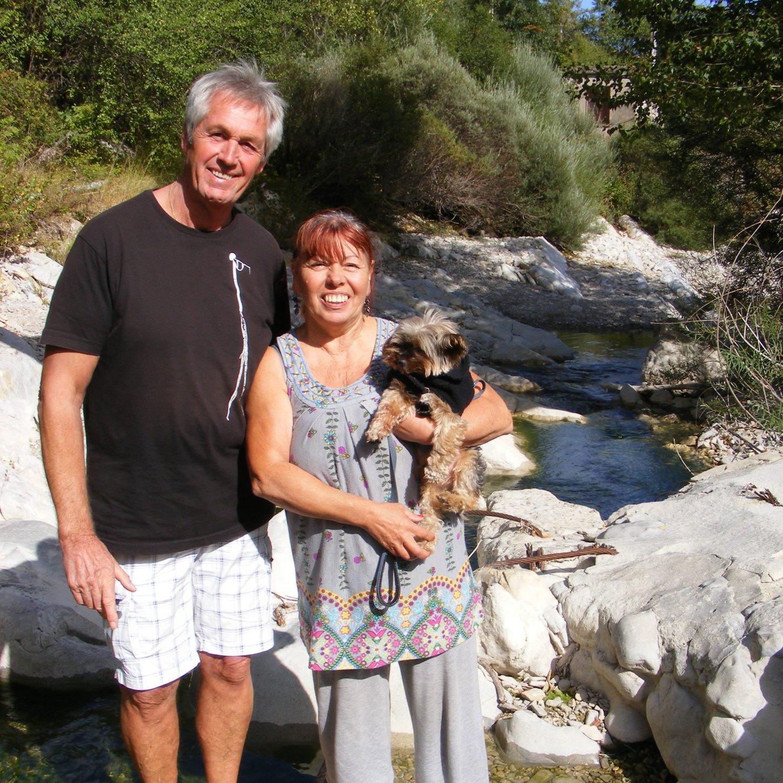 Françoise et Roger P. au bord de la rivière