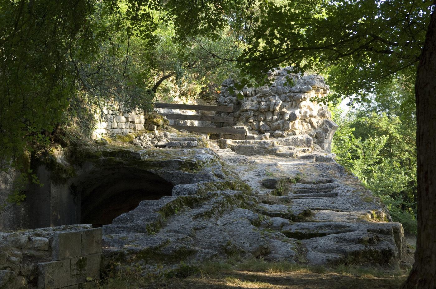 Le prieuré de Carluc entre Céreste et Reillanne ©AD04 / Michel Boutin
