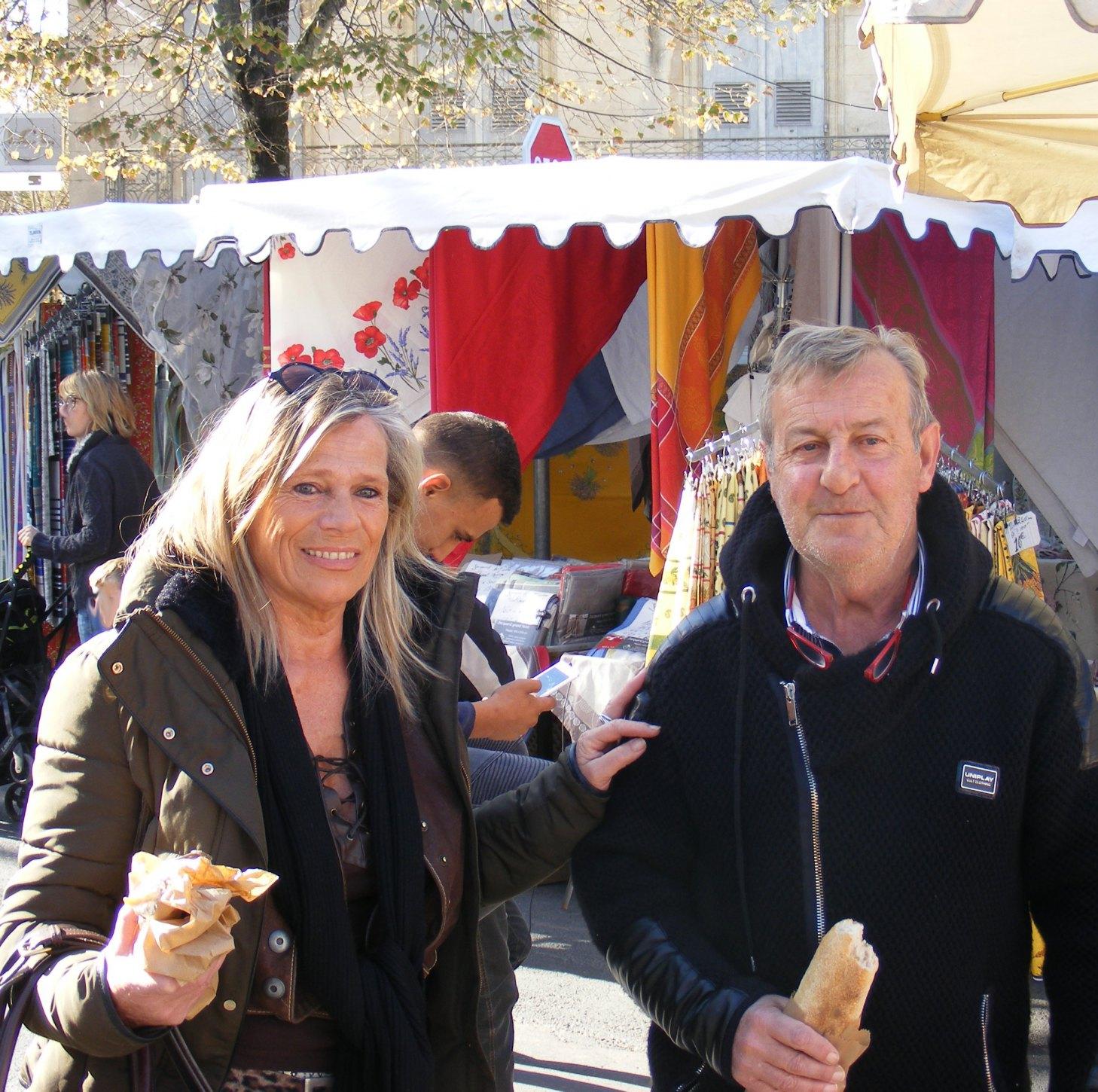 Marché à Forcalquier Marie P. et Antoine B.