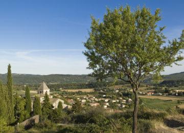 Saint Michel l'Observatoire dans le Parc naturel régional du Luberon ©AD4/Michel Boutin