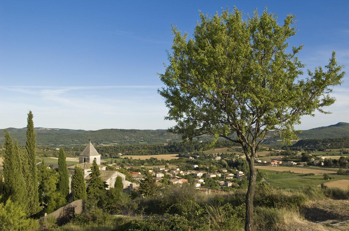 Saint Michel l'Observatoire dans le Parc naturel régional du Luberon ©AD04/Michel Boutin