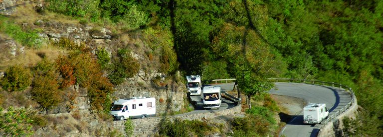 Camping-car dans le col de la Bonette ©Camping-Car Club Digne-les-Bains