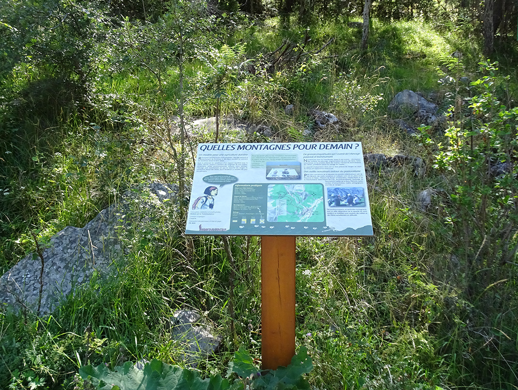 panneau d'interprétation sentier pastoral Amountagna