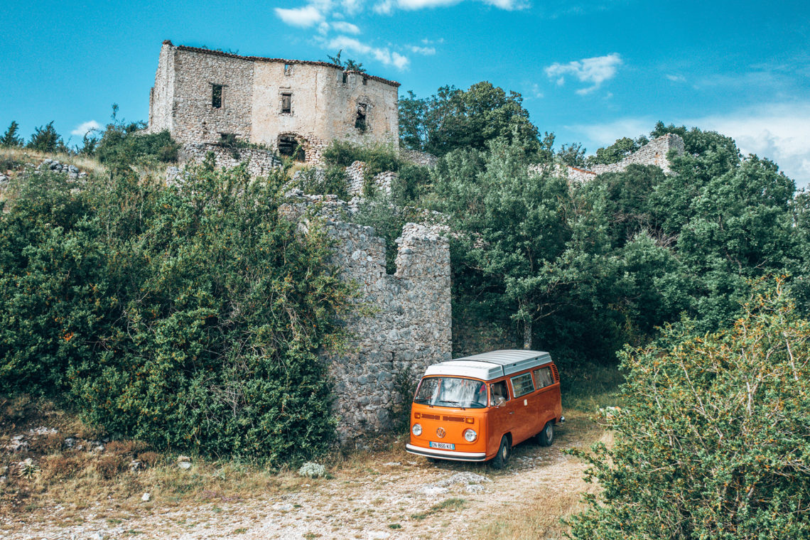 Châteauneuf-les-Moustiers ©AD04-Les Droners