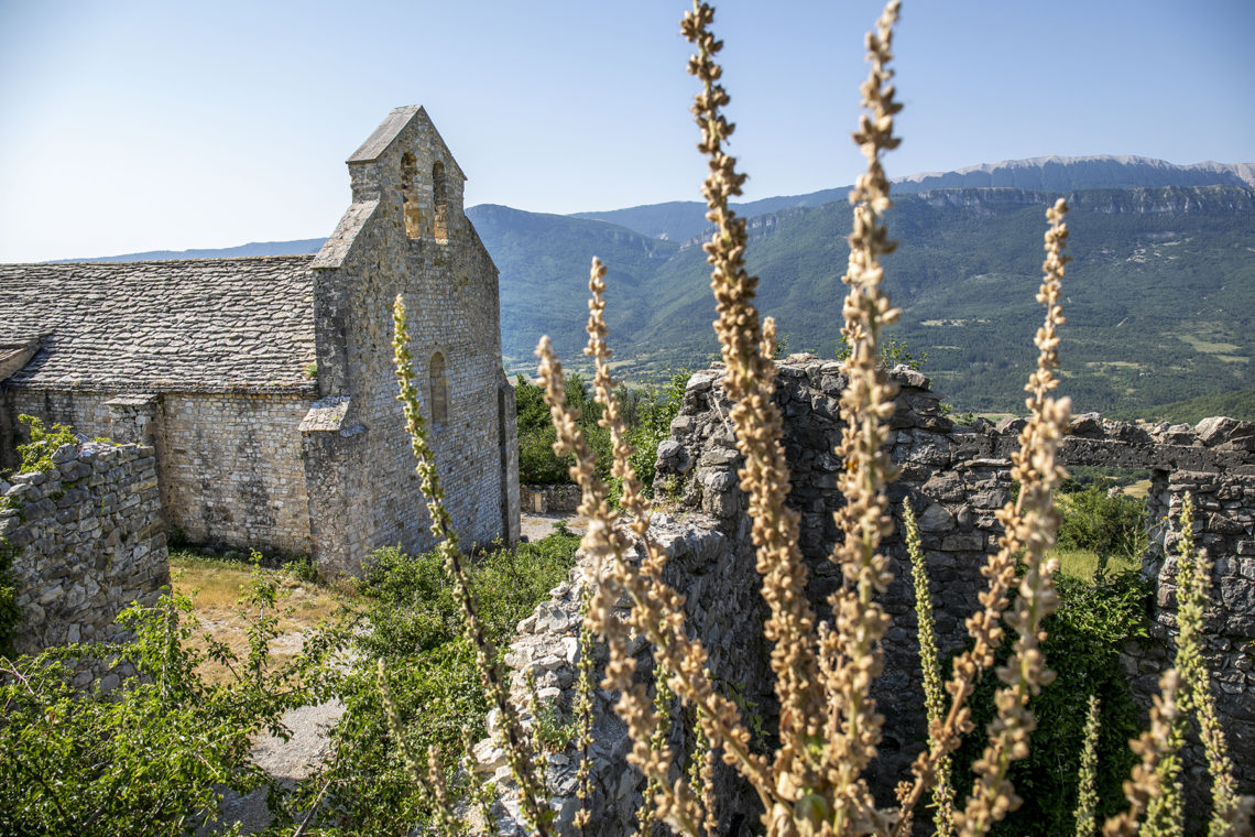 Église du vieux village de Noyers ©AD04-Thibaut Vergoz