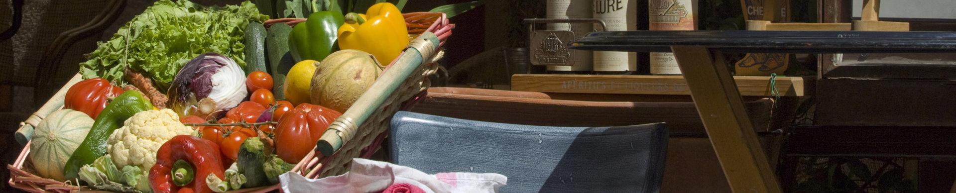 Restaurant rue des Cordeliers à Forcalquier ©AD04-Michel Boutin